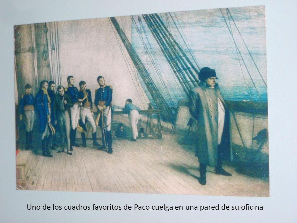 Uno de los cuadros favoritos de Paco cuelga en una pared de su oficina
