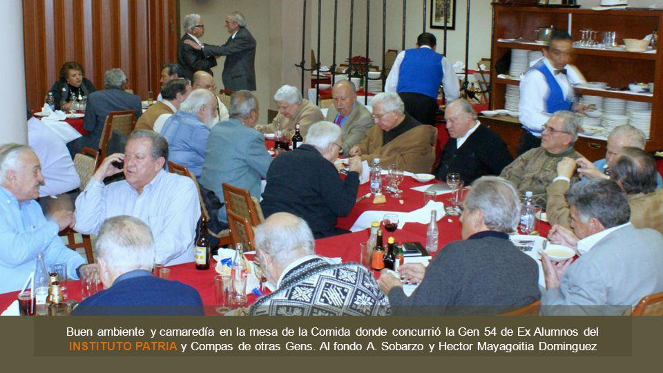 Buen ambiente y camaredía en la mesa de la Comida donde concurrió la Gen 54 de Ex Alumnos del INSTITUTO PATRIA y Compas de otras Gens.