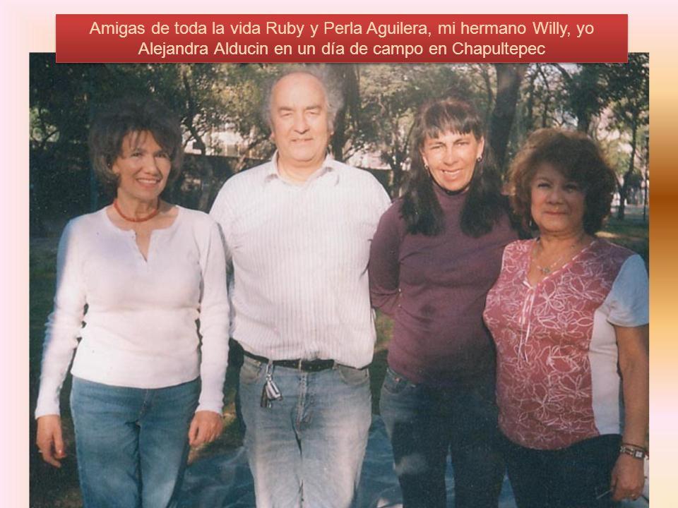 Amigas de toda la vida Ruby y Perla Aguilera, mi hermano Willy, yo Alejandra Alducin en un día de campo en Chapultepec