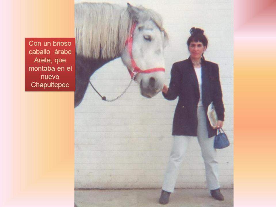 Con un brioso caballo árabe Arete, que montaba en el nuevo Chapultepec