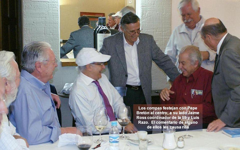 Los compas festejan con Pepe Bretón al centro; a su lado Jaime Ross coordinador de la 59 y Luis Razo.