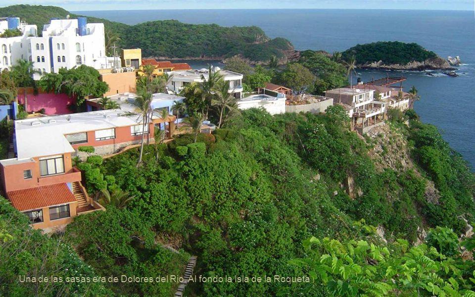 Una de las casas era de Dolores del Rio. Al fondo la Isla de la Roqueta