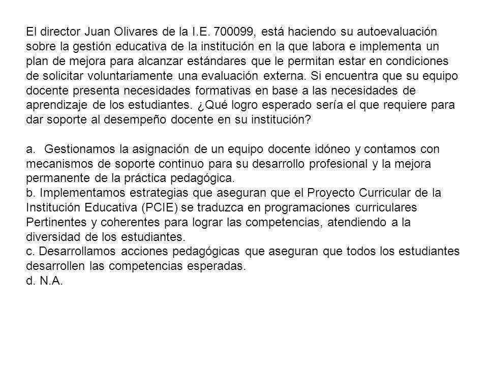 El director Juan Olivares de la I. E