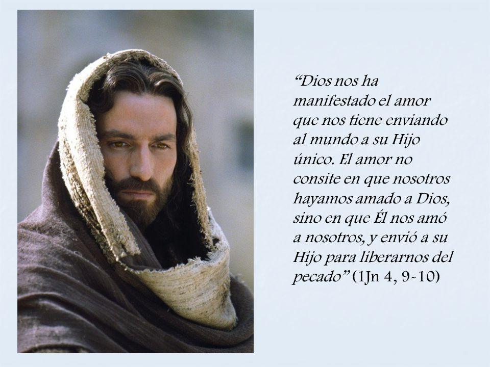 Dios nos ha manifestado el amor que nos tiene enviando al mundo a su Hijo único.