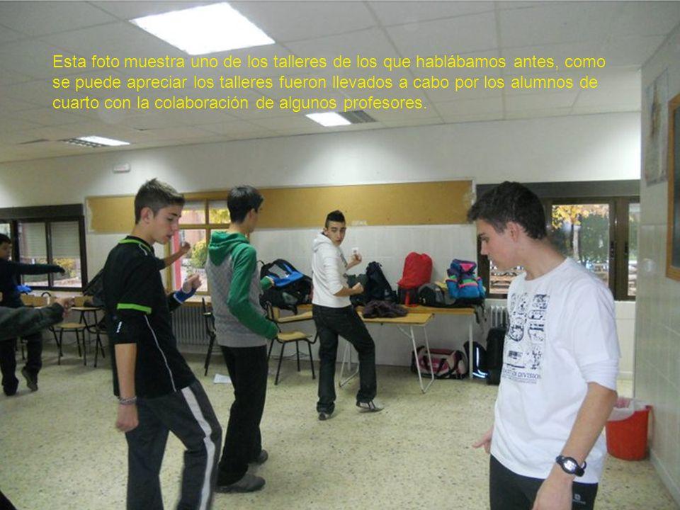 Esta foto muestra uno de los talleres de los que hablábamos antes, como se puede apreciar los talleres fueron llevados a cabo por los alumnos de cuarto con la colaboración de algunos profesores.