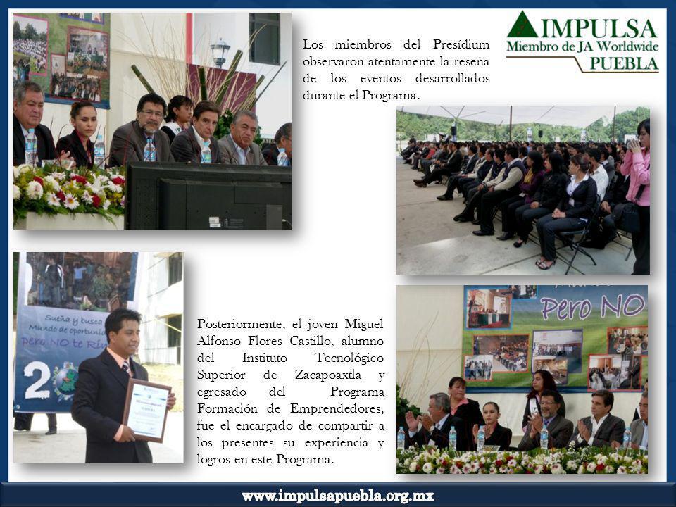 Los miembros del Presídium observaron atentamente la reseña de los eventos desarrollados durante el Programa.
