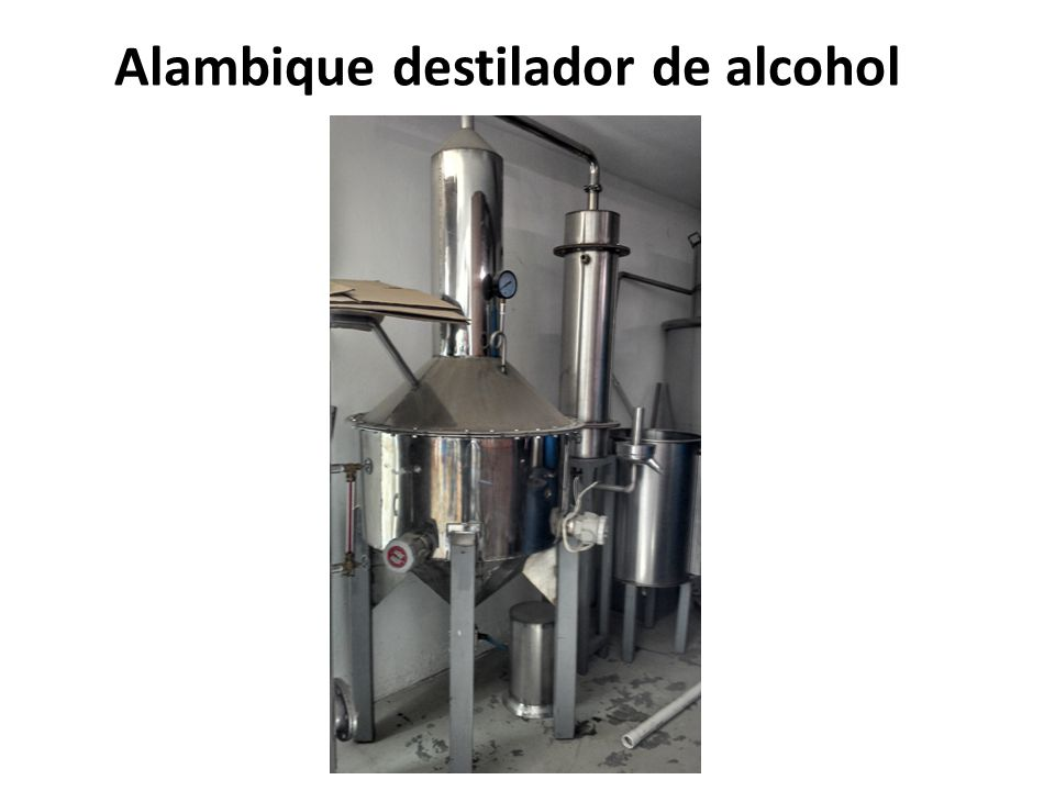 Alambique destilador de alcohol