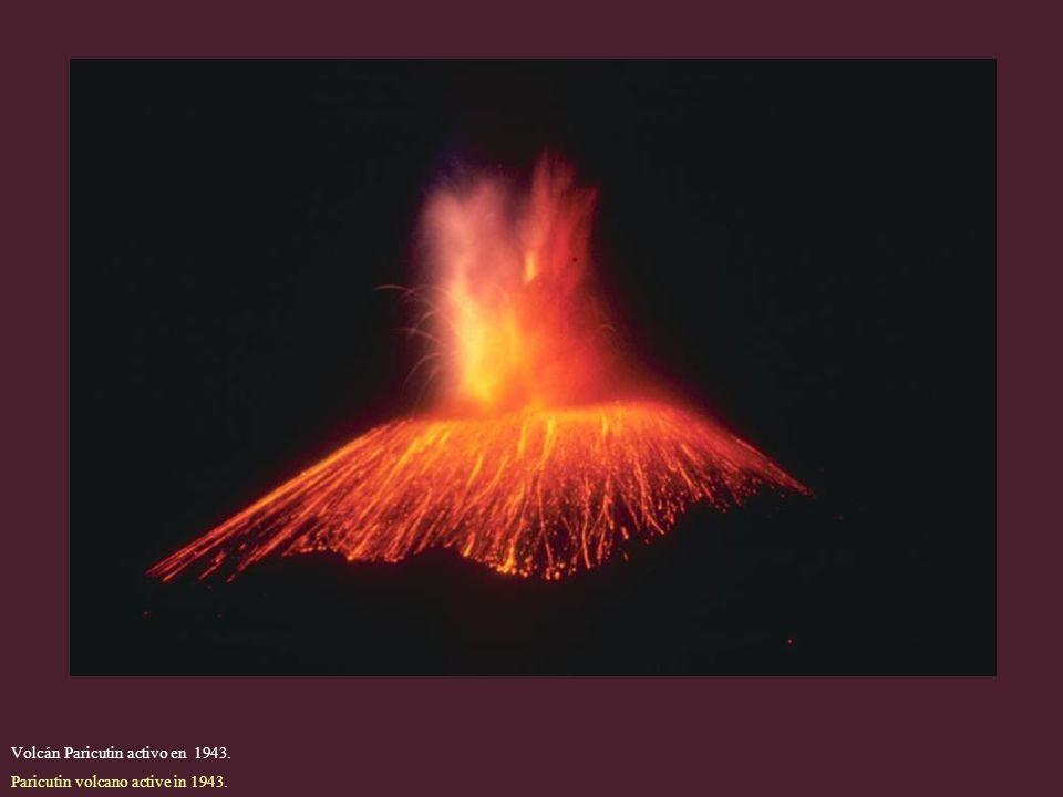 Volcán Paricutin activo en 1943.