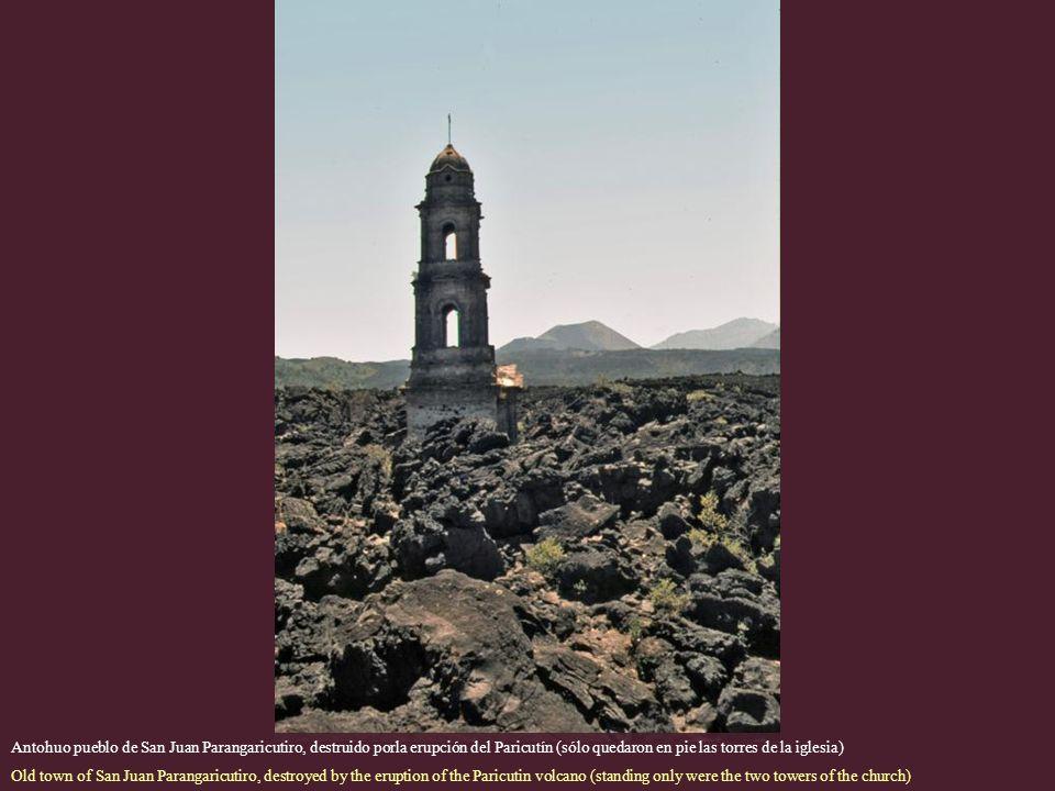 Antohuo pueblo de San Juan Parangaricutiro, destruido porla erupción del Paricutín (sólo quedaron en pie las torres de la iglesia)