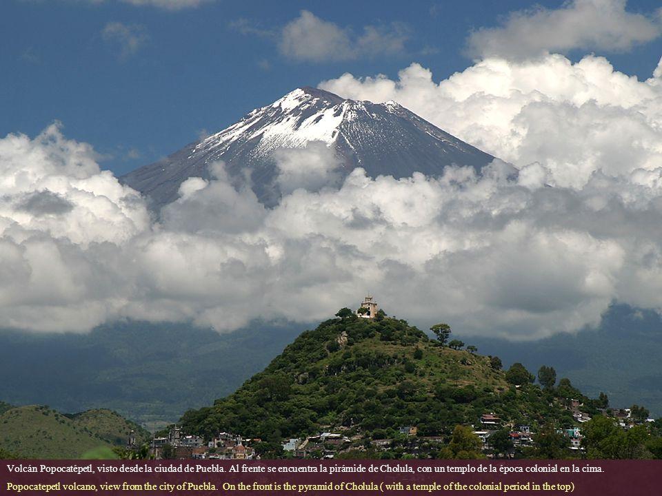 Volcán Popocatépetl, visto desde la ciudad de Puebla