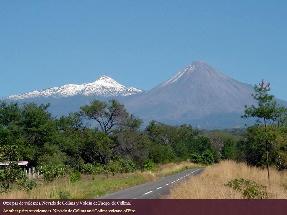 Otro par de volcanes, Nevado de Colima y Volcán de Fuego, de Colima.