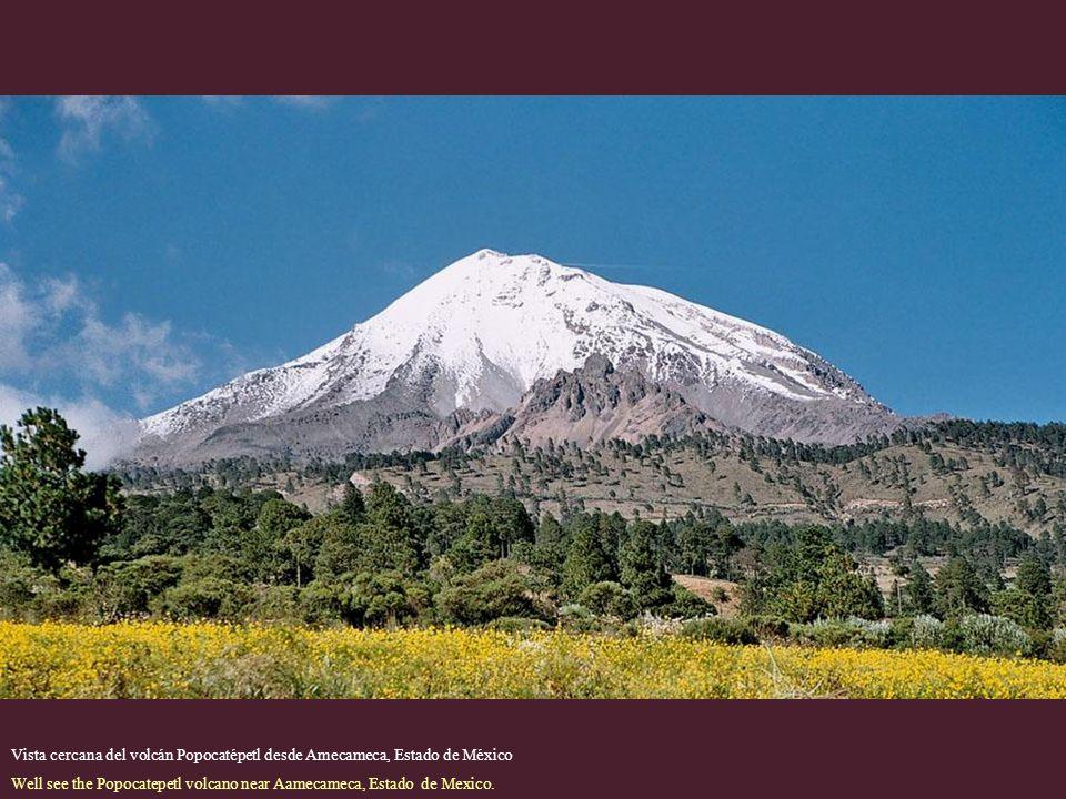 Vista cercana del volcán Popocatépetl desde Amecameca, Estado de México