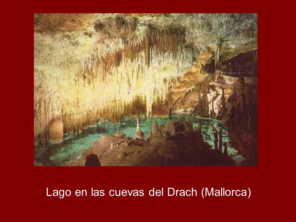 Lago en las cuevas del Drach (Mallorca)