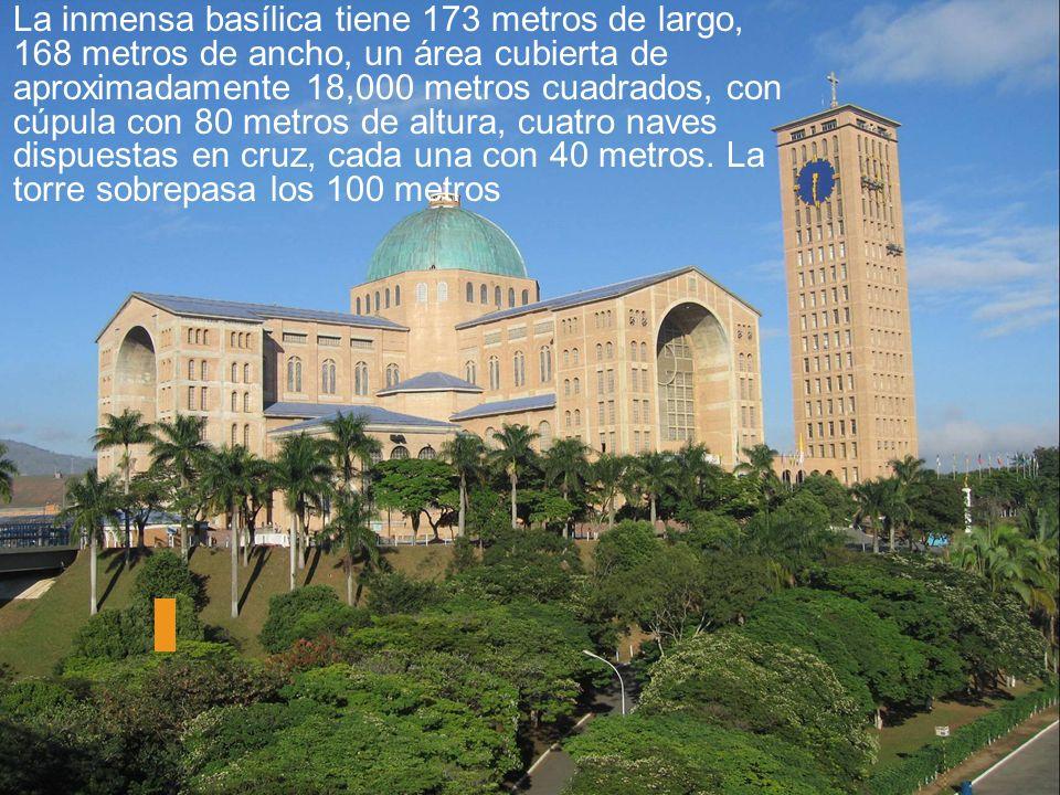 La inmensa basílica tiene 173 metros de largo, 168 metros de ancho, un área cubierta de aproximadamente 18,000 metros cuadrados, con cúpula con 80 metros de altura, cuatro naves dispuestas en cruz, cada una con 40 metros.