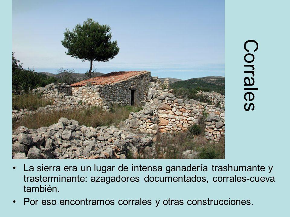 Corrales La sierra era un lugar de intensa ganadería trashumante y trasterminante: azagadores documentados, corrales-cueva también.