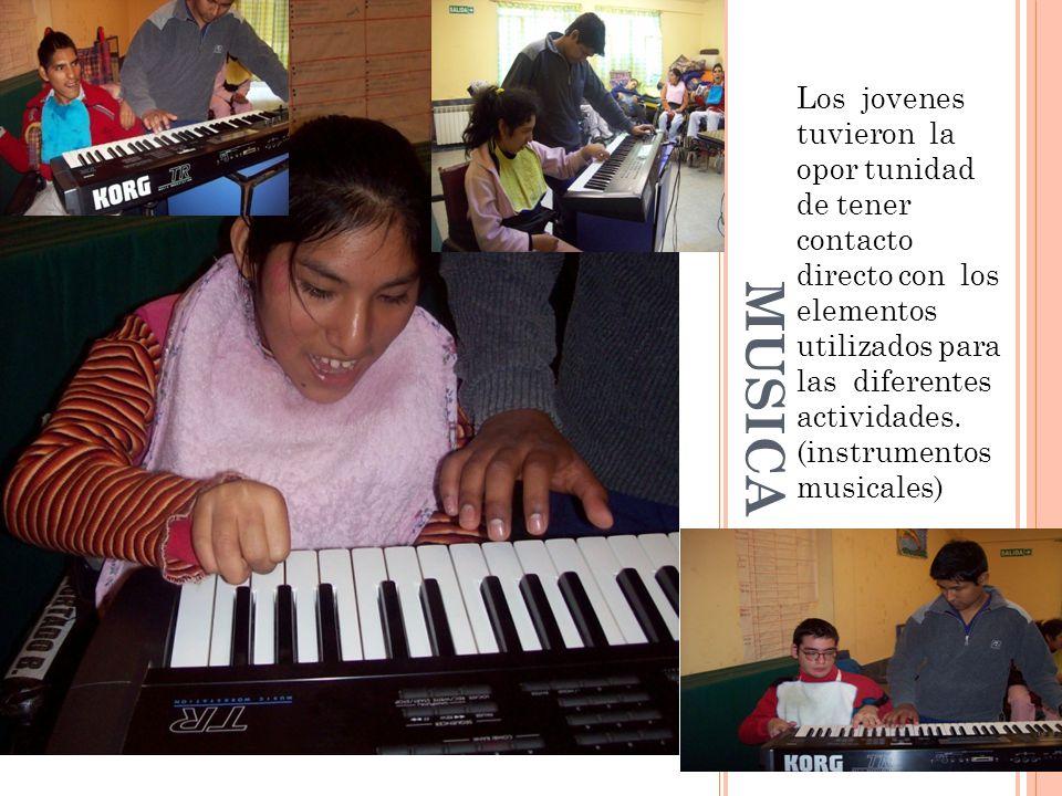 Los jovenes tuvieron la opor tunidad de tener contacto directo con los elementos utilizados para las diferentes actividades. (instrumentos musicales)