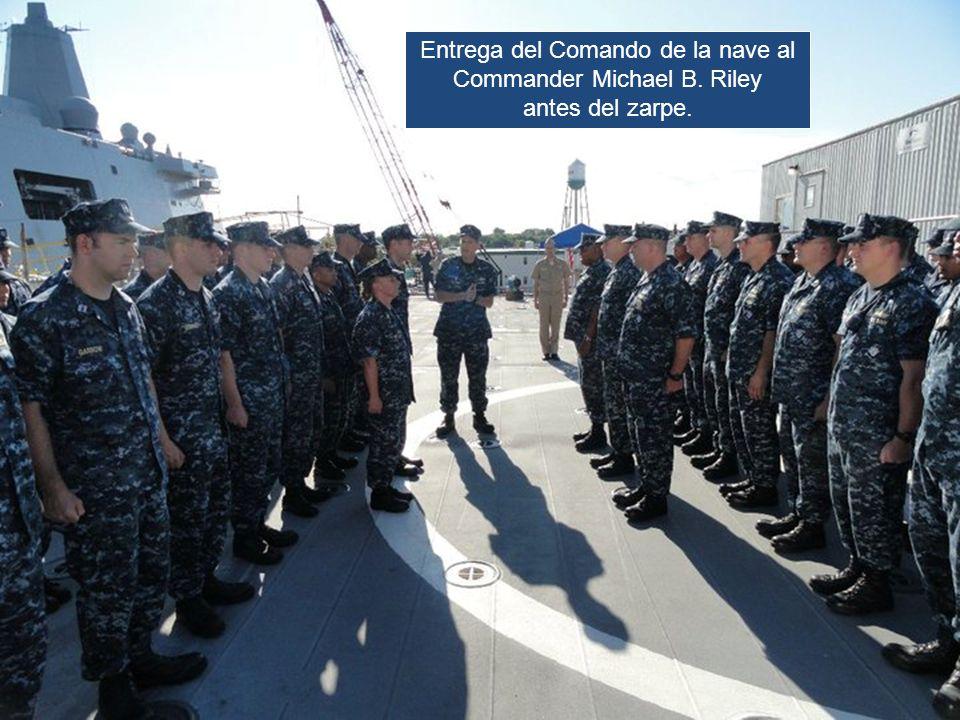 Entrega del Comando de la nave al Commander Michael B. Riley