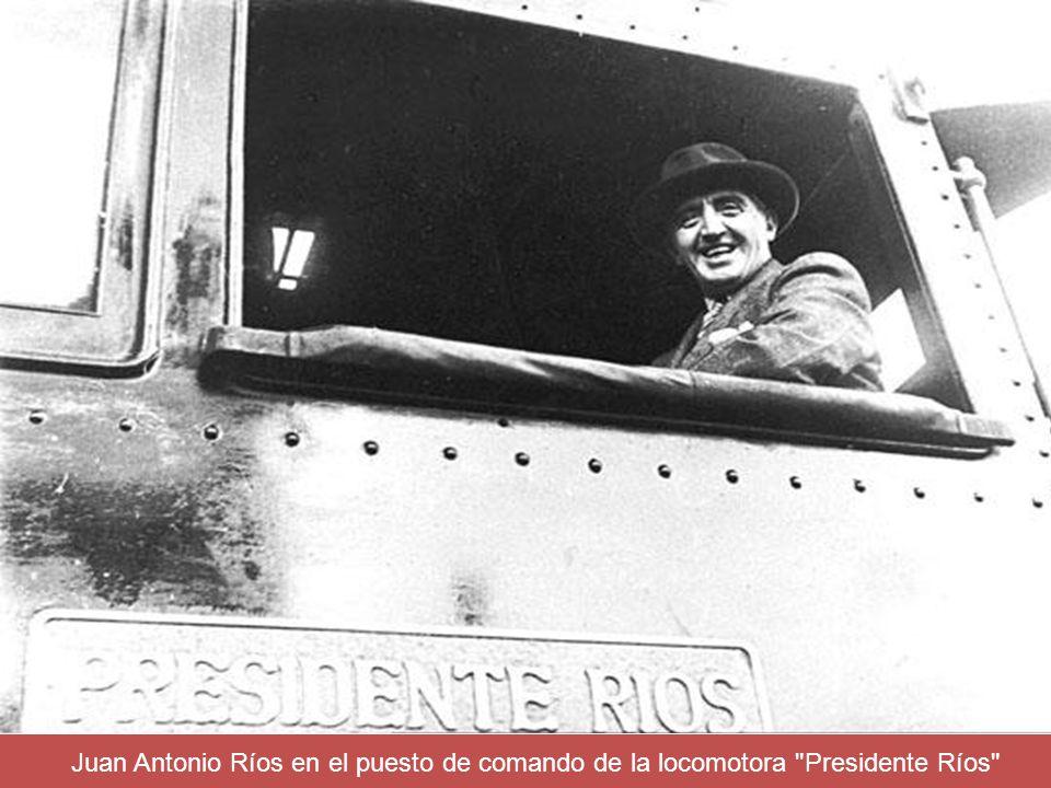 Juan Antonio Ríos en el puesto de comando de la locomotora Presidente Ríos