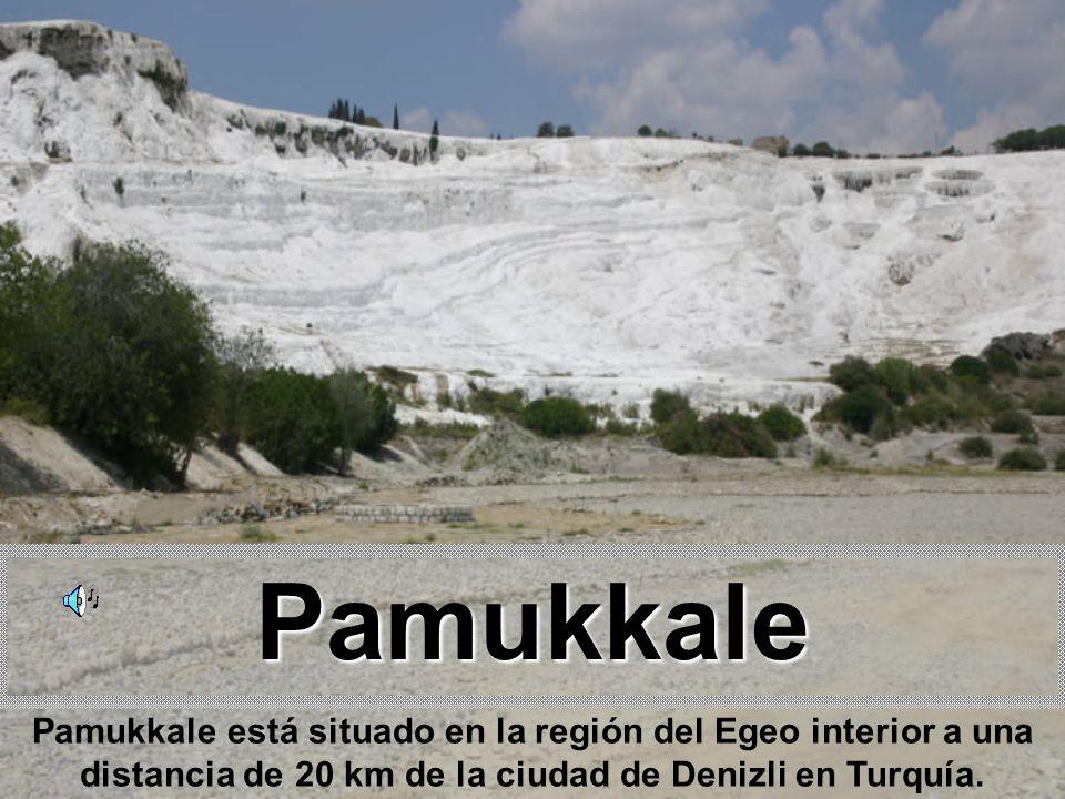 Pamukkale Pamukkale está situado en la región del Egeo interior a una distancia de 20 km de la ciudad de Denizli en Turquía.