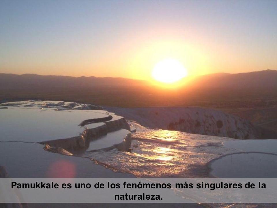 Pamukkale es uno de los fenómenos más singulares de la naturaleza.