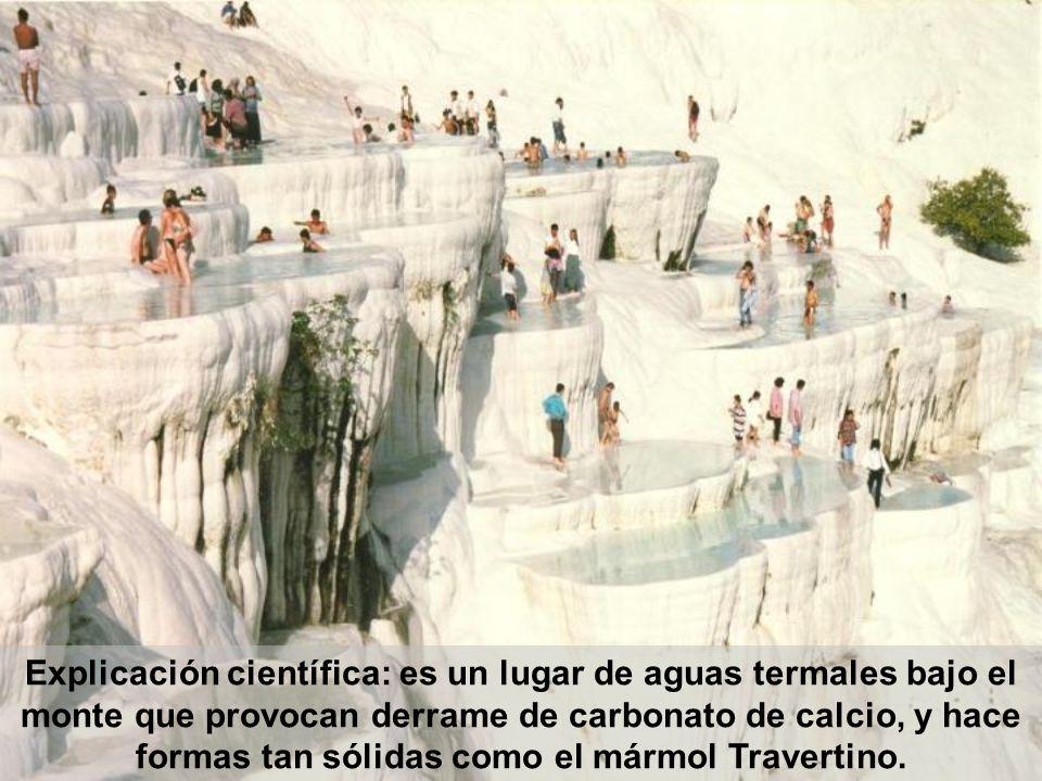 Explicación científica: es un lugar de aguas termales bajo el monte que provocan derrame de carbonato de calcio, y hace formas tan sólidas como el mármol Travertino.