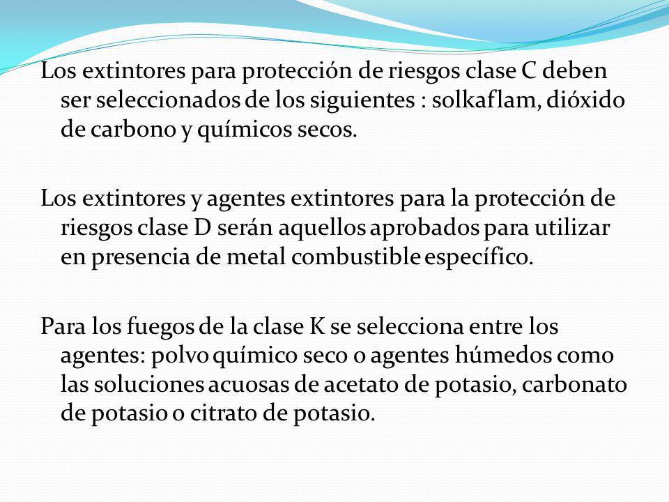 Los extintores para protección de riesgos clase C deben ser seleccionados de los siguientes : solkaflam, dióxido de carbono y químicos secos.