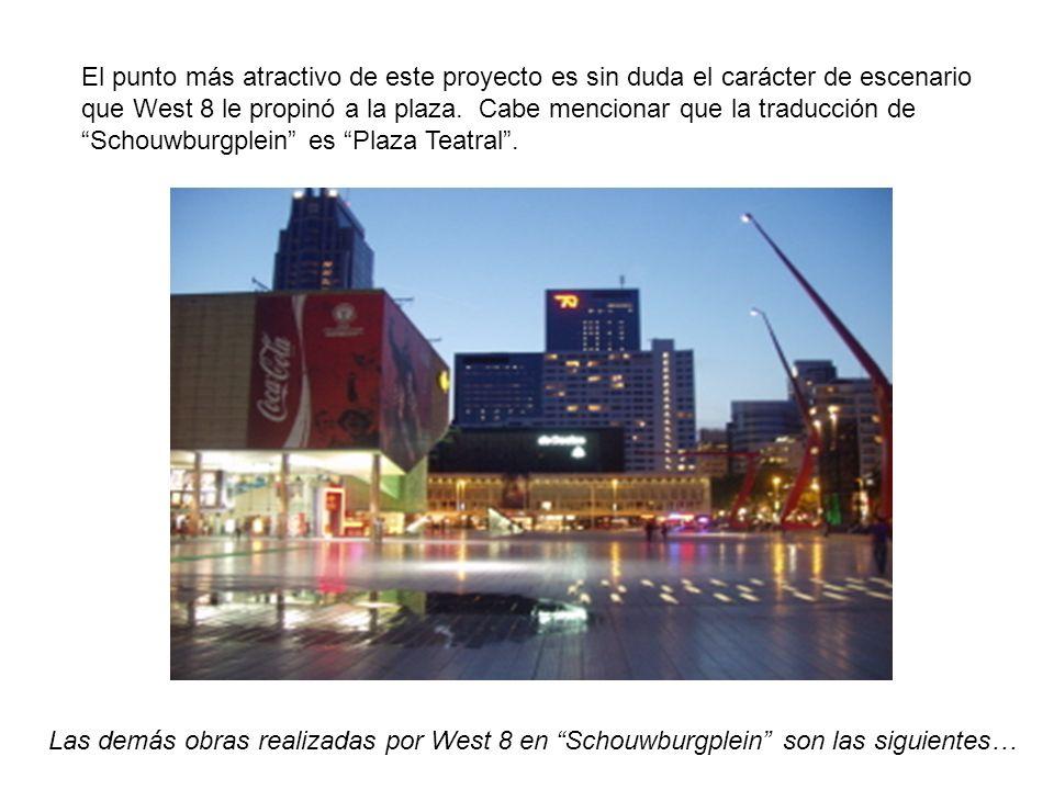 El punto más atractivo de este proyecto es sin duda el carácter de escenario que West 8 le propinó a la plaza. Cabe mencionar que la traducción de Schouwburgplein es Plaza Teatral .