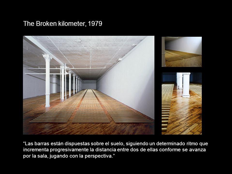 The Broken kilometer, 1979 Las barras están dispuestas sobre el suelo, siguiendo un determinado ritmo que.