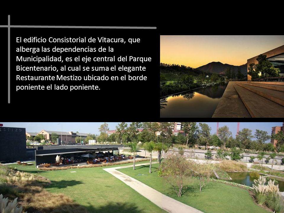 El edificio Consistorial de Vitacura, que alberga las dependencias de la Municipalidad, es el eje central del Parque Bicentenario, al cual se suma el elegante Restaurante Mestizo ubicado en el borde poniente el lado poniente.