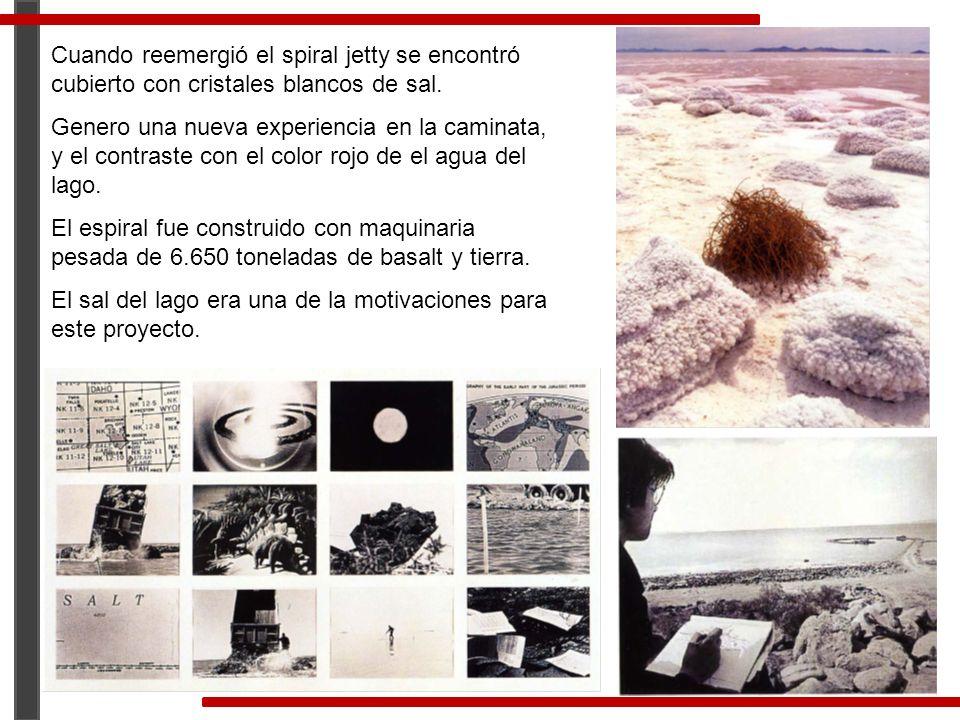Cuando reemergió el spiral jetty se encontró cubierto con cristales blancos de sal.