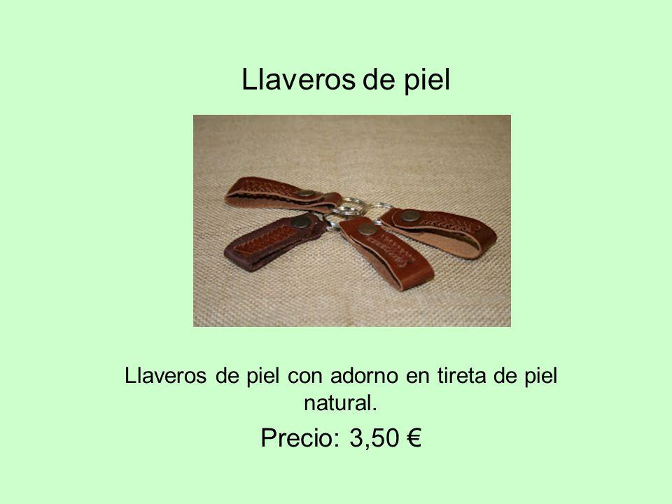 Llaveros de piel con adorno en tireta de piel natural. Precio: 3,50 €