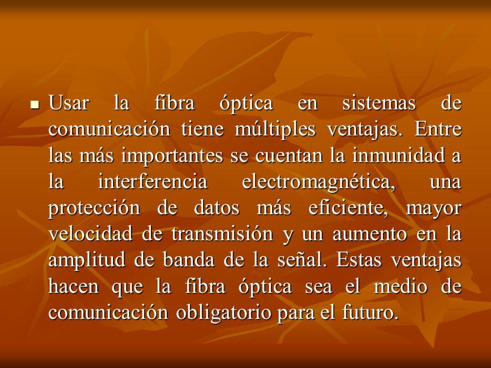 Usar la fibra óptica en sistemas de comunicación tiene múltiples ventajas.