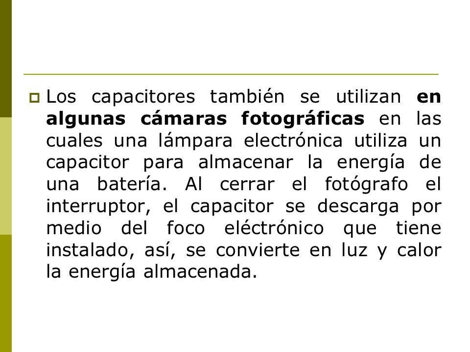 Los capacitores también se utilizan en algunas cámaras fotográficas en las cuales una lámpara electrónica utiliza un capacitor para almacenar la energía de una batería.