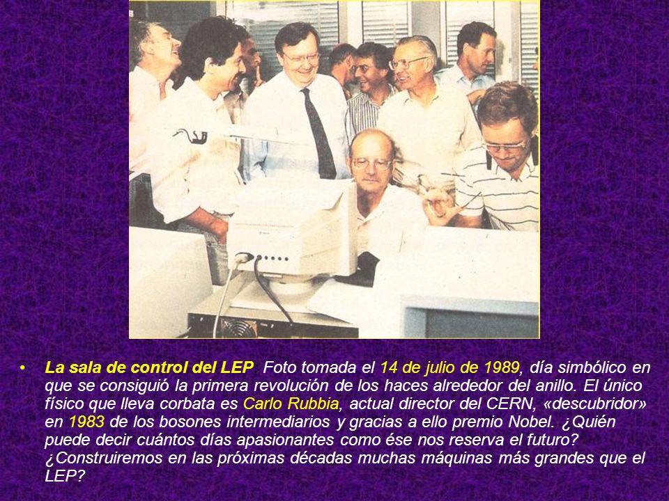 La sala de control del LEP: Foto tomada el 14 de julio de 1989, día simbólico en que se consiguió la primera revolución de los haces alrededor del anillo.