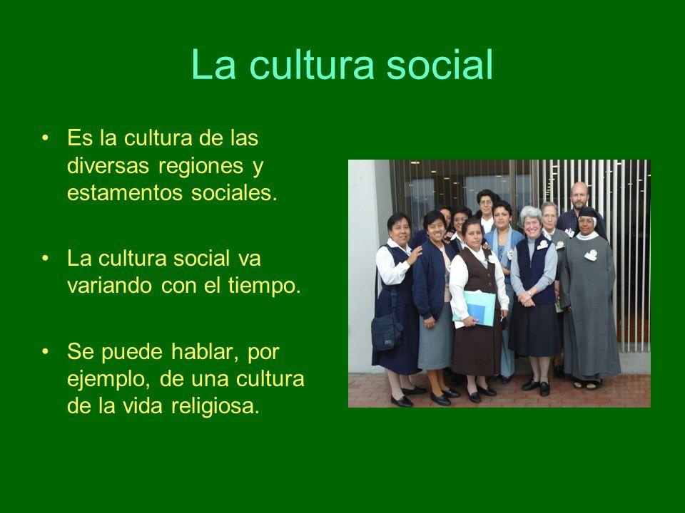 La cultura social Es la cultura de las diversas regiones y estamentos sociales. La cultura social va variando con el tiempo.