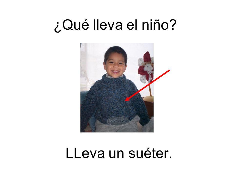 ¿Qué lleva el niño LLeva un suéter.