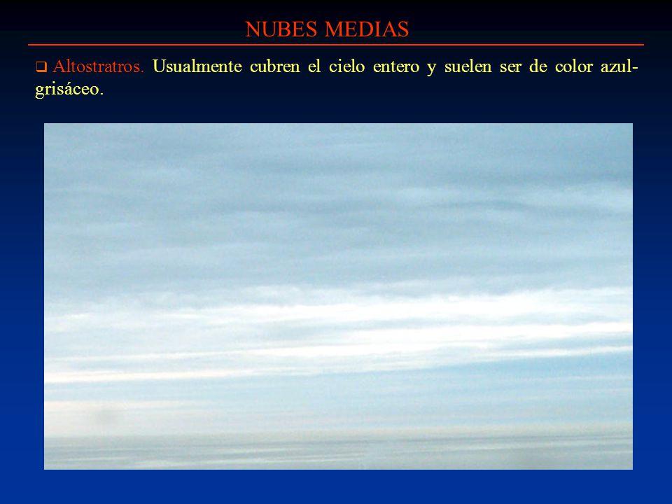 NUBES MEDIAS Altostratros. Usualmente cubren el cielo entero y suelen ser de color azul-grisáceo.