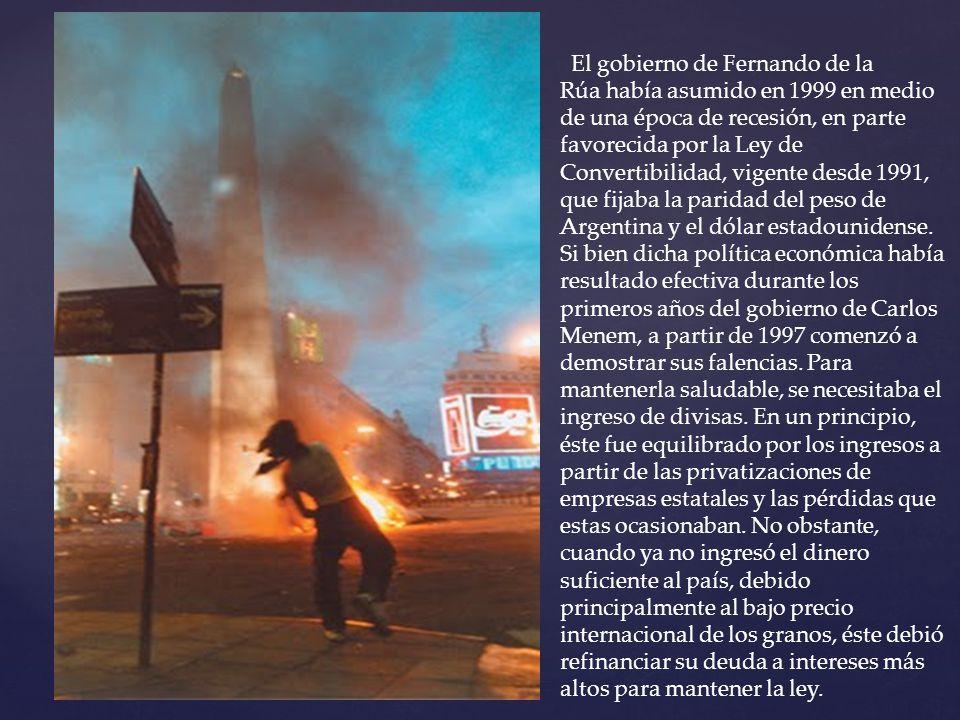 El gobierno de Fernando de la Rúa había asumido en 1999 en medio de una época de recesión, en parte favorecida por la Ley de Convertibilidad, vigente desde 1991, que fijaba la paridad del peso de Argentina y el dólar estadounidense.