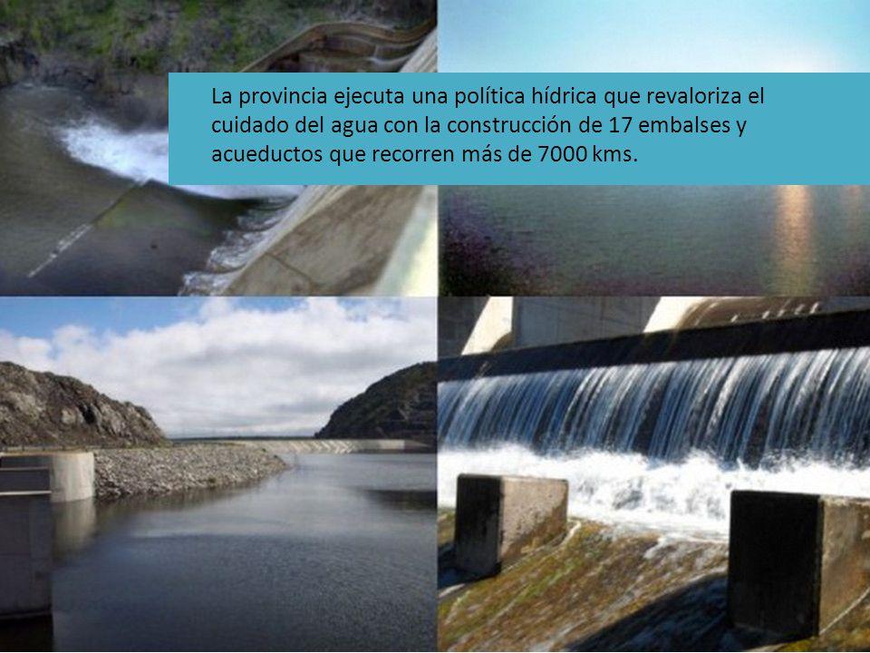 La provincia ejecuta una política hídrica que revaloriza el cuidado del agua con la construcción de 17 embalses y acueductos que recorren más de 7000 kms.