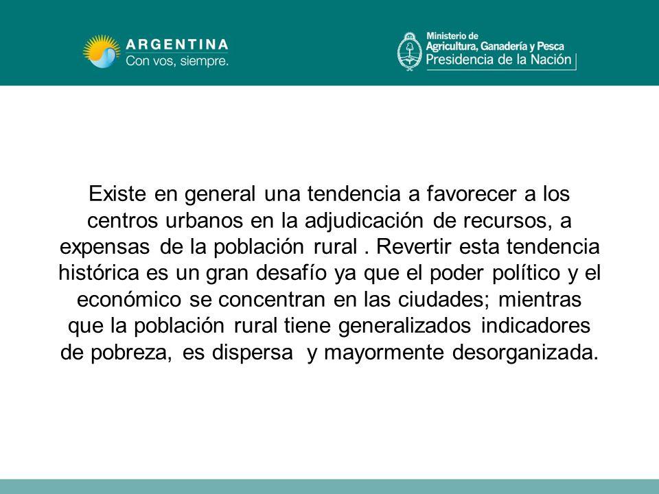 Existe en general una tendencia a favorecer a los centros urbanos en la adjudicación de recursos, a expensas de la población rural .