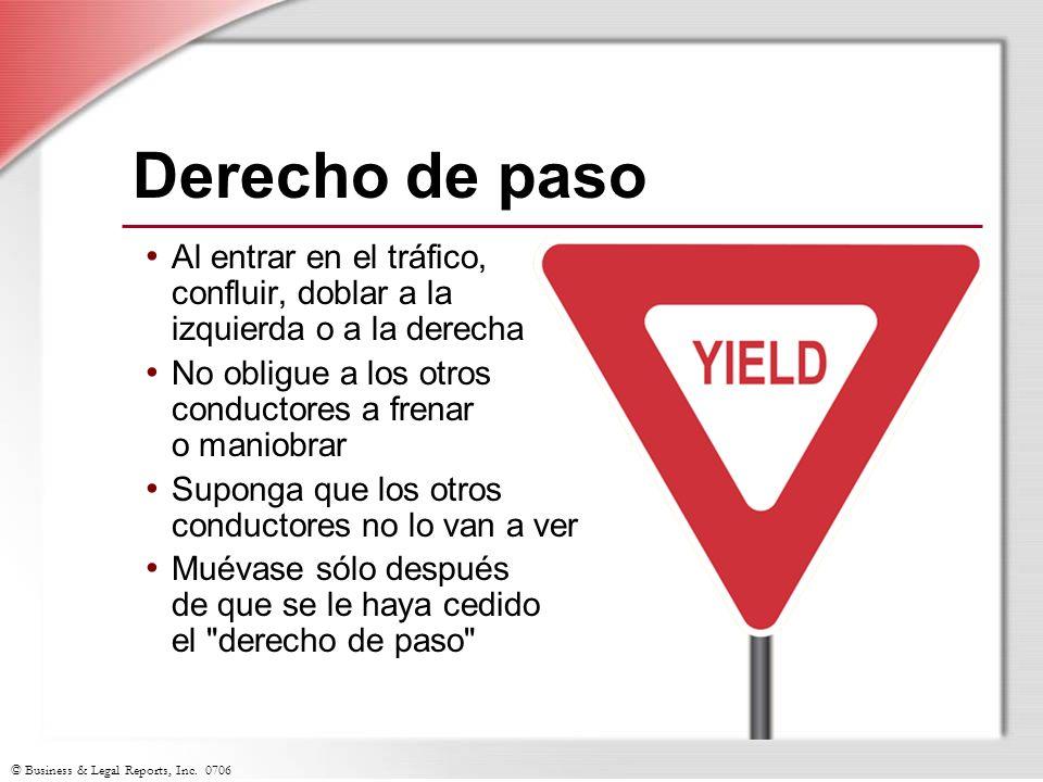 Derecho de paso Al entrar en el tráfico, confluir, doblar a la izquierda o a la derecha. No obligue a los otros conductores a frenar o maniobrar.
