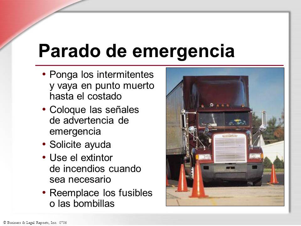 Parado de emergencia Ponga los intermitentes y vaya en punto muerto hasta el costado. Coloque las señales de advertencia de emergencia.