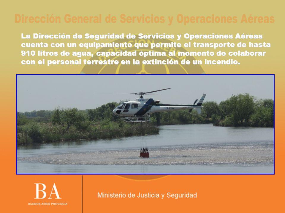 La Dirección de Seguridad de Servicios y Operaciones Aéreas cuenta con un equipamiento que permite el transporte de hasta 910 litros de agua, capacidad óptima al momento de colaborar con el personal terrestre en la extinción de un incendio.