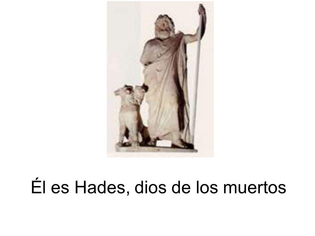 Él es Hades, dios de los muertos
