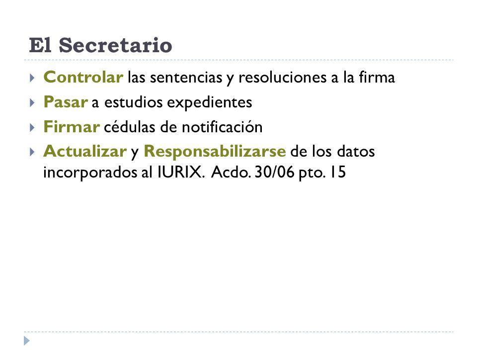 El Secretario Controlar las sentencias y resoluciones a la firma