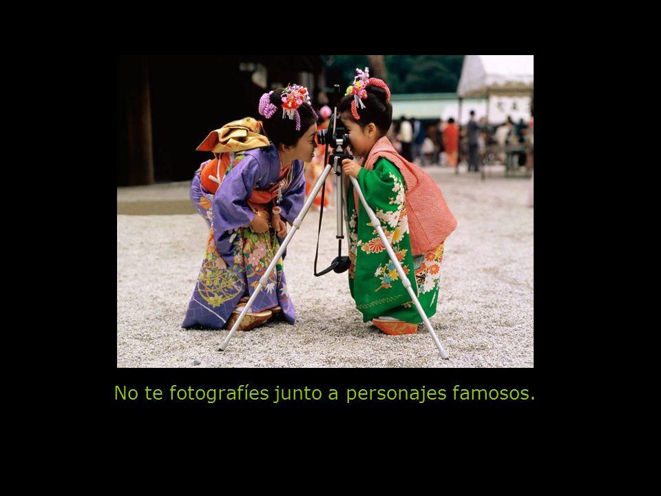 No te fotografíes junto a personajes famosos.