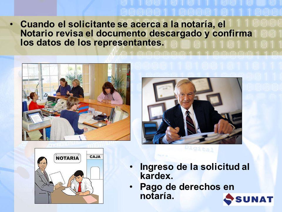 Cuando el solicitante se acerca a la notaría, el Notario revisa el documento descargado y confirma los datos de los representantes.