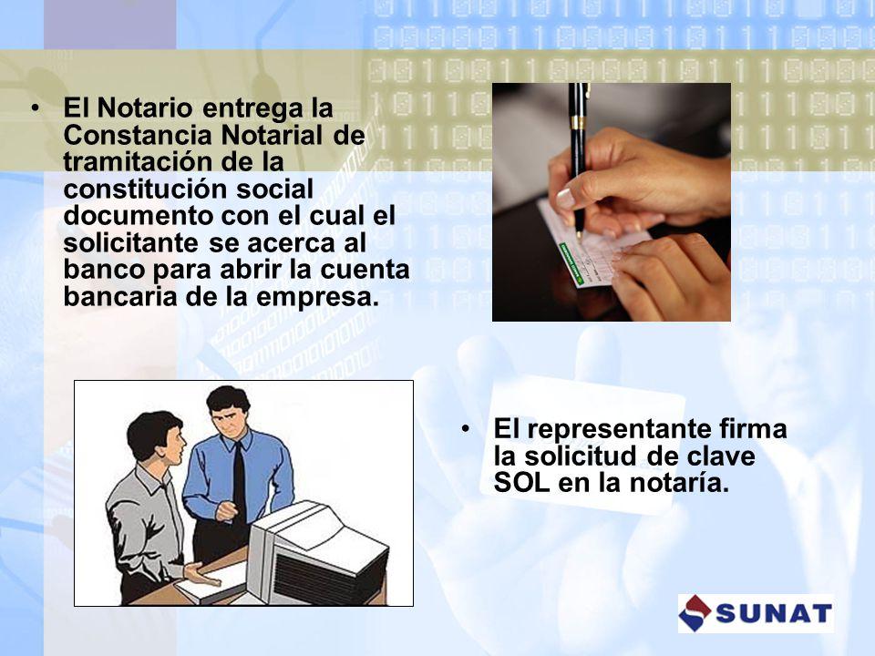 El Notario entrega la Constancia Notarial de tramitación de la constitución social documento con el cual el solicitante se acerca al banco para abrir la cuenta bancaria de la empresa.