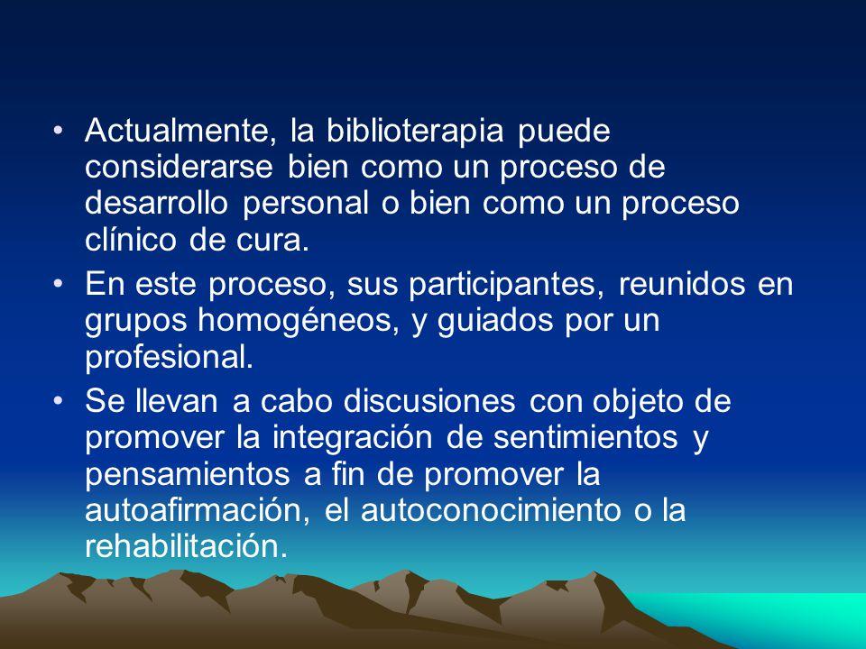Actualmente, la biblioterapia puede considerarse bien como un proceso de desarrollo personal o bien como un proceso clínico de cura.
