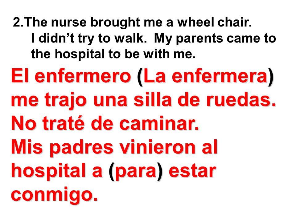 El enfermero (La enfermera) me trajo una silla de ruedas.